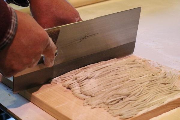 手打ちそば麺切り