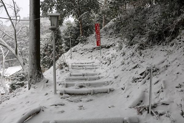 高澤観音雪の参拝道