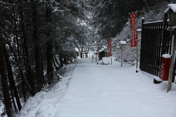 高澤観音本堂への下り階段