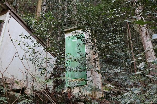 八大龍王神登山道のトイレ