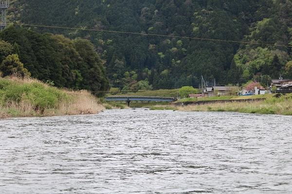 富之保地区を流れる津保川