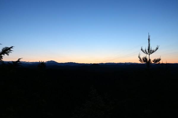 平成山からの眺望ほんのり日の出