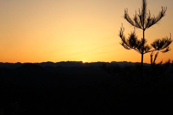 平成山頂上から見る日の出