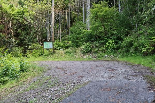 水晶山登山口の駐車場