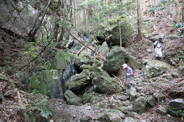 関市権現山の下山コースも整備されている