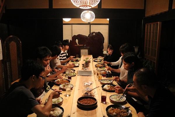 せきららゼミ3日目夕食のカレーをみんなで食べる