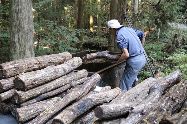 八滝ウッディランド原木を浸水させる