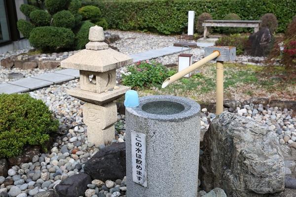 上之保温泉ほほえみの湯露天風呂の水飲み場