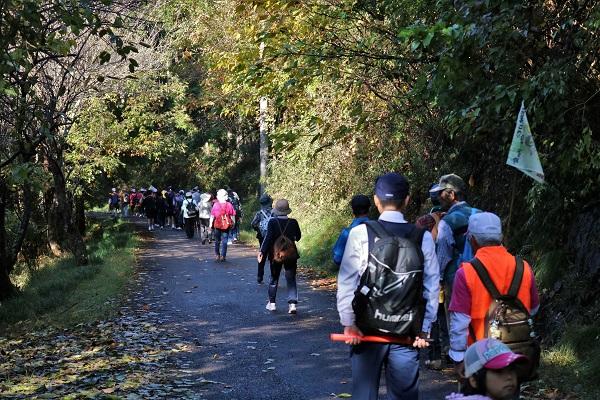 八滝ウッディランドへ向かう参加者たち