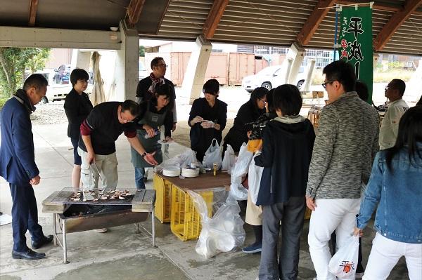 道の駅平成秋祭りで焼き原木椎茸無料試食サービス