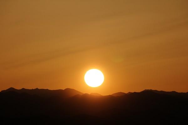 平成の山からの日の出