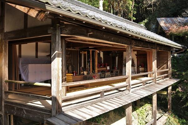 日龍峯寺(高澤観音)の籠堂