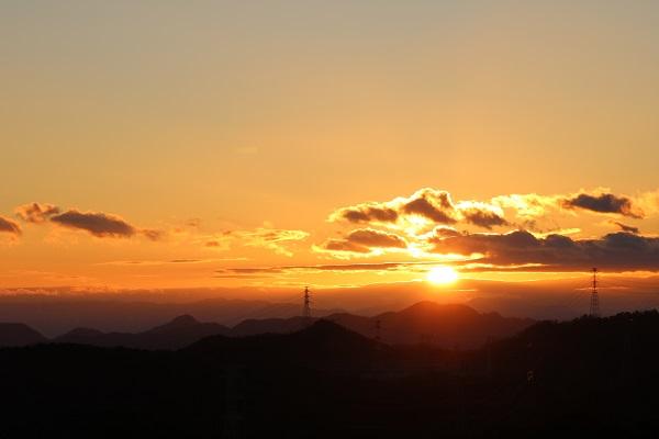 日龍峯寺(高澤観音)庫裡から眺める夕日
