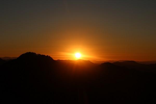 平成の山からの初日の出
