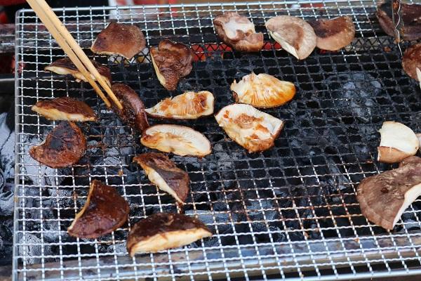 焼き原木しいたけの試食サービス