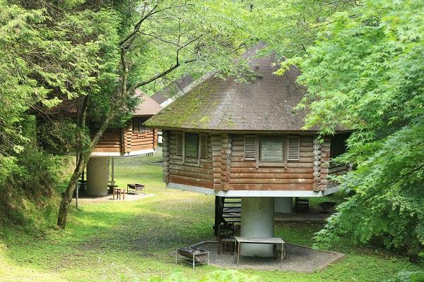 八滝ウッディランドキノコ型のログハウス