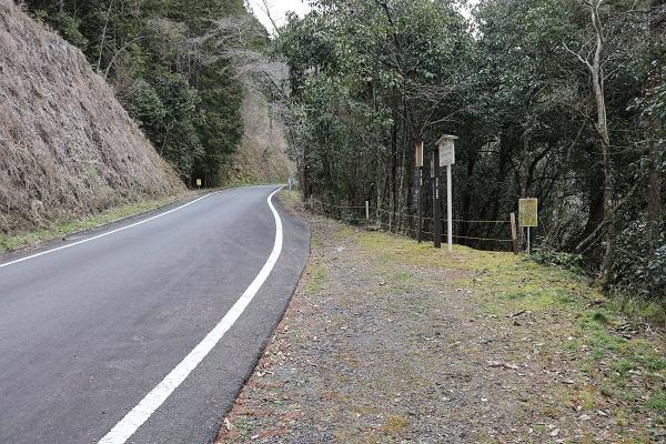 竜軍の岩看板付近のスペース