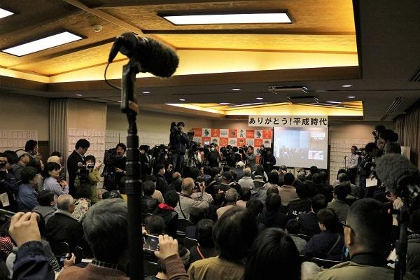 パブリックビューイングに集まった120名の参加者