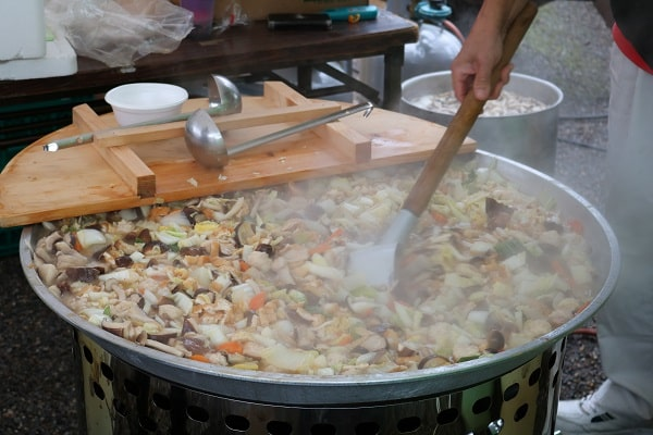 大鍋で豪快に煮込んだ「椎茸鍋」