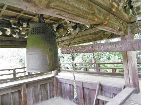 日龍峯寺(高澤観音)の鐘楼