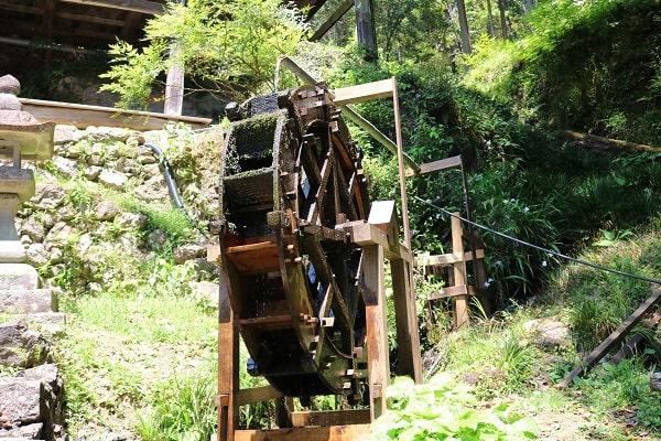 日龍峯寺本堂の水車