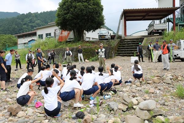 2019年は7名の生徒が鮎を釣り上げました