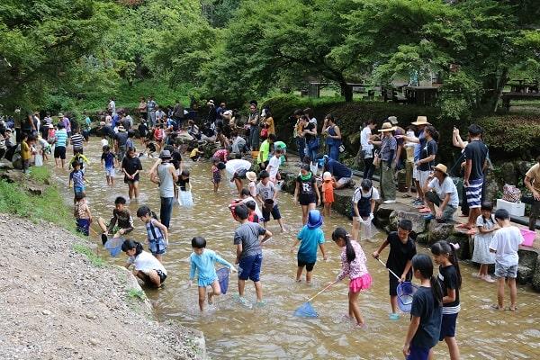 350名が参加した魚のつかみどり大会