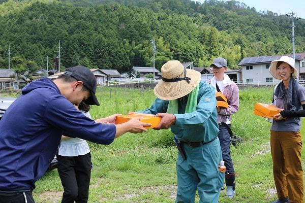 パッションフルーツ収穫体験参加賞の贈呈式