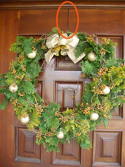 クリスマスリースの吊るし方_アルミの針金