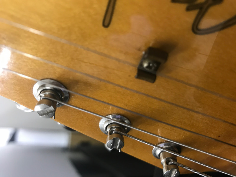 ストラトの弦の狂いを解決する方法