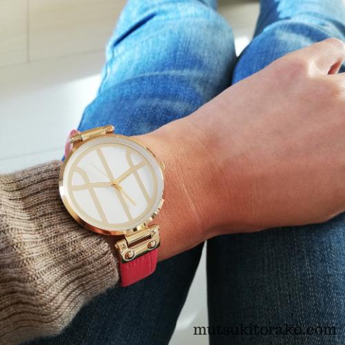 モックバーグの腕時計を付けたところ~デニムとの相性も良い~