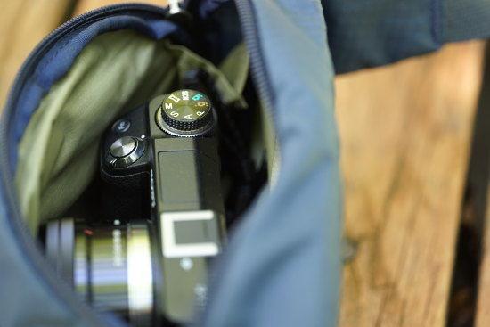 デルタガセットポーチにカメラを入れておく