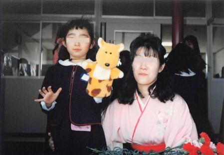 娘の卒園式の写真先生と一緒