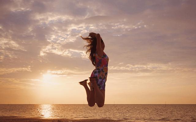 呼吸法の効果を感じる女性