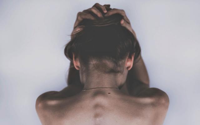 うつ病に苦しむ女性