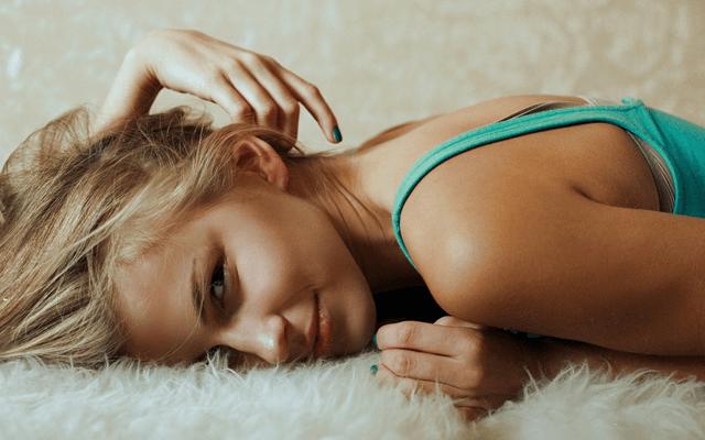腸の大切さを見直す女性