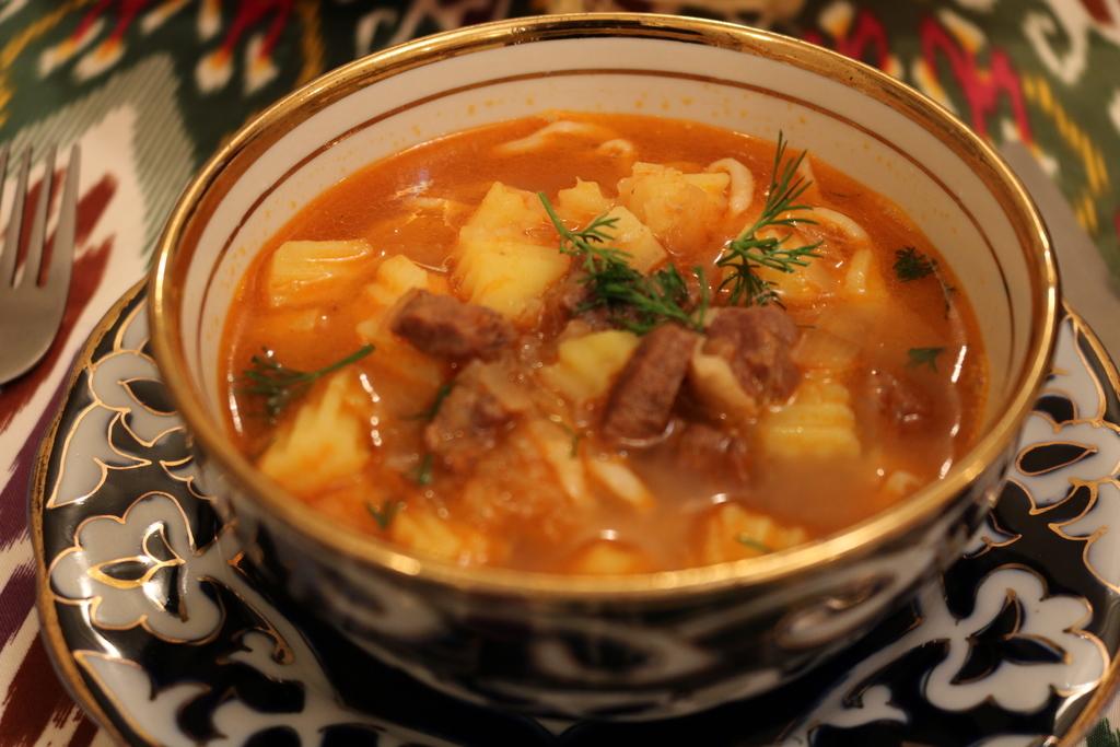 ウズベキスタン 料理 ラグマン スープ