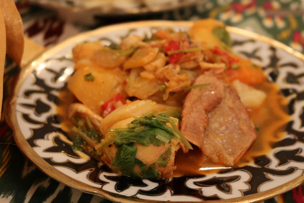 ウズベキスタン 料理 ディムラマ