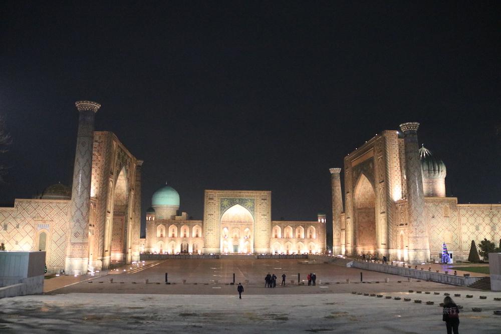 ウズベキスタン サマルカンド 観光 旅行 街歩き レギスタン広場 夜景