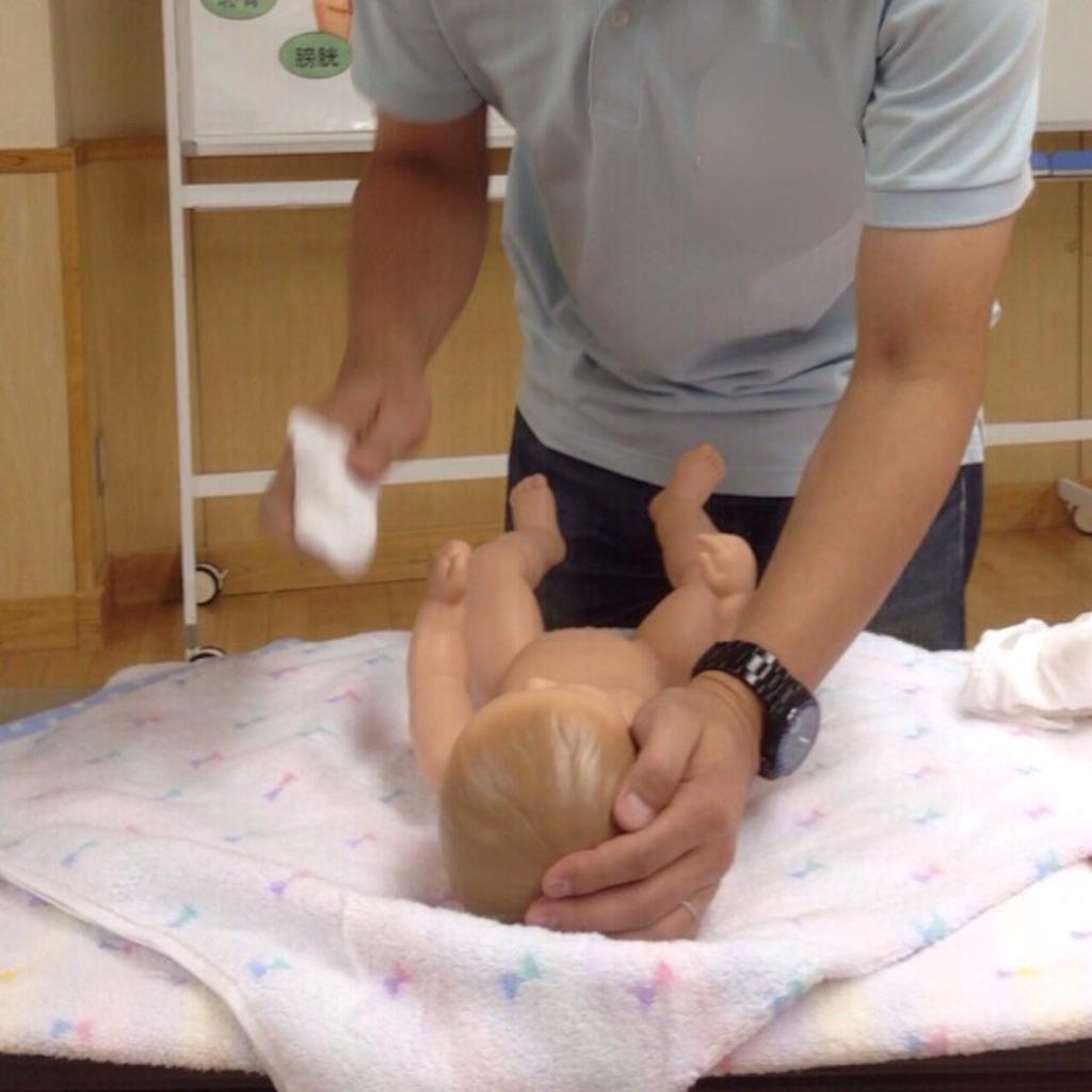 世田谷区の両親学級で沐浴体験1