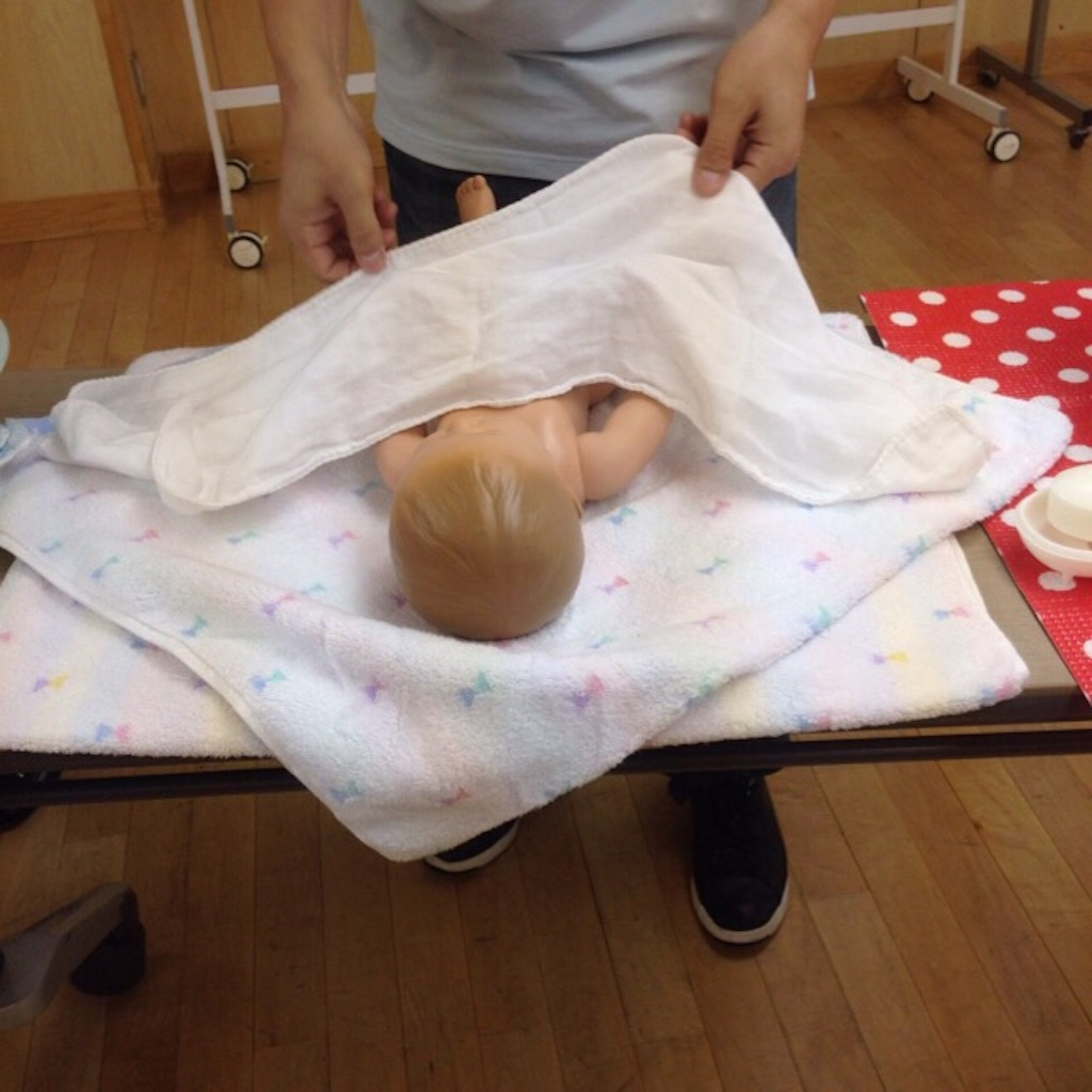 世田谷区の両親学級で沐浴体験2