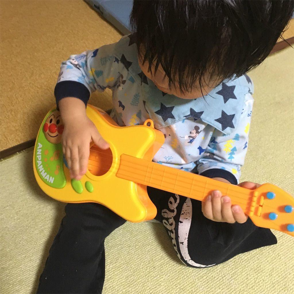 1 歳児にオススメのアンパンマン おもちゃギター