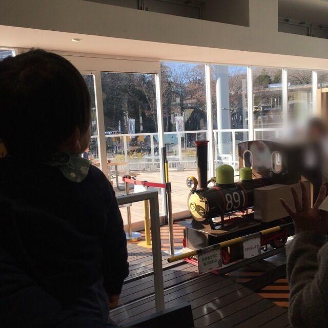 ハグハグカフェの横をミニSLが走ります。