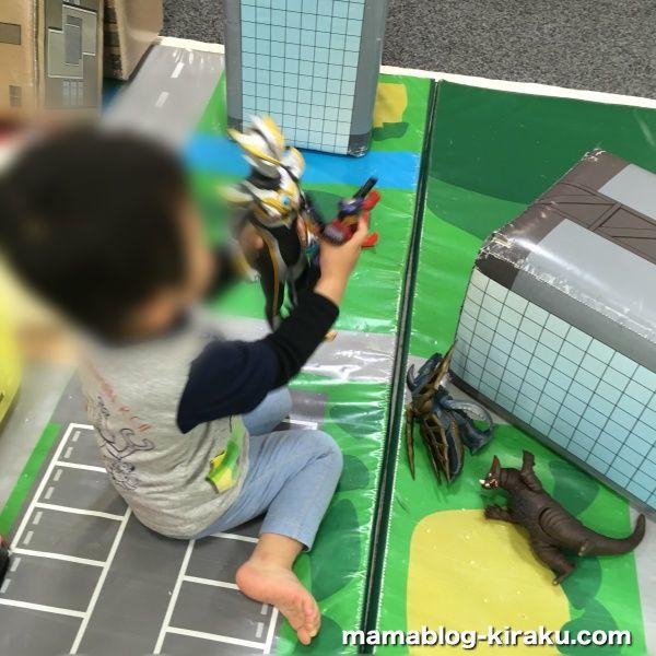 ウルトラマンアスレチック(ららぽーと横浜店)でウルトラマンで遊ぶ息子