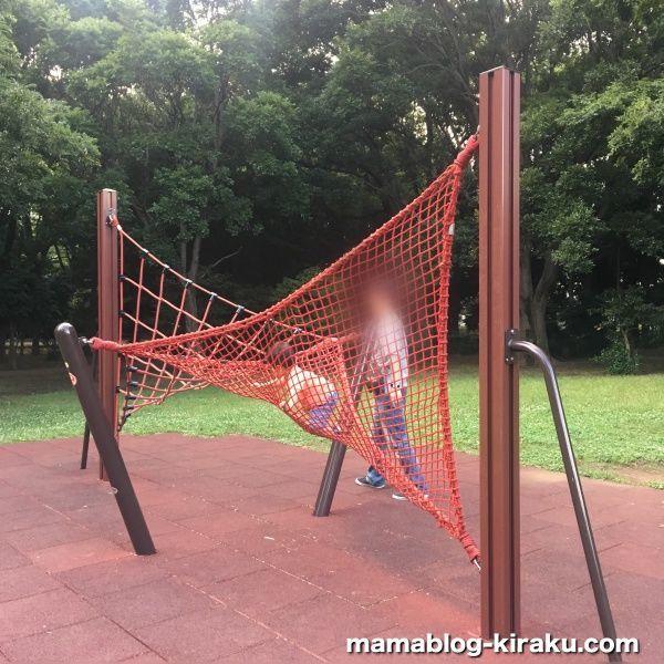 2歳も楽しめたネットのアスレチック(砧公園の遊具)