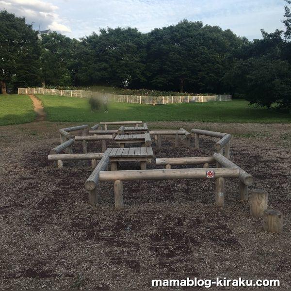 木製の平均台(砧公園の遊具)