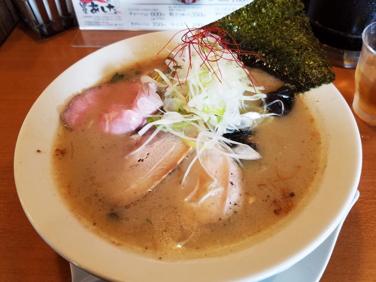 塩白湯(パイタン)麺-俯瞰