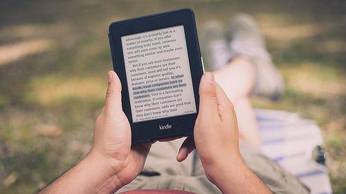 【kindle操作】「何%読んだか」と「読み終わるまでの時間」の表示に関する小ワザ