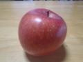 [リンゴ]あかりゆれて夢みるやうなりんごかな