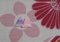 椅子の座面に折り紙のひな人形